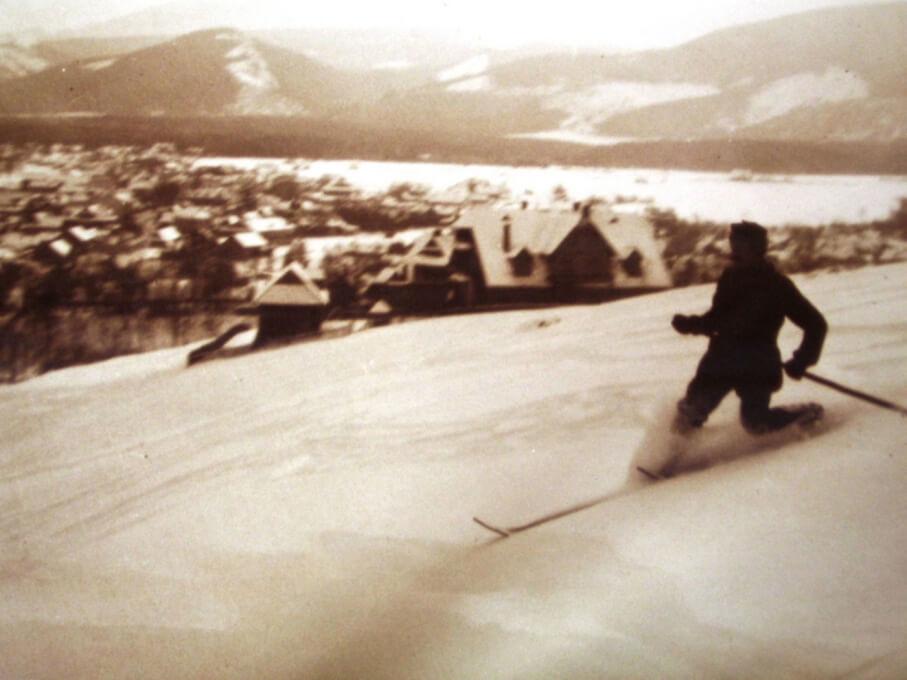Narciarz skiturowych z dawnych czasów